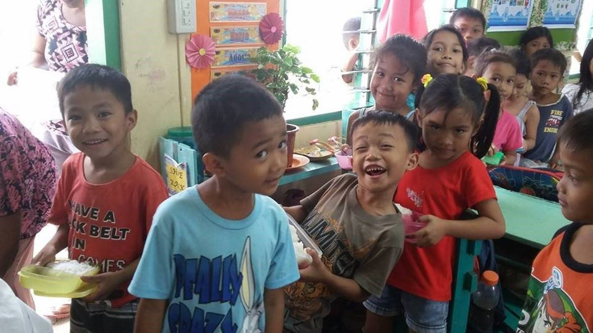 Fun lunch at Maindang Elementary School, Capiz.  Malnutrition is only 8% compared to over 50% before AAI arrived