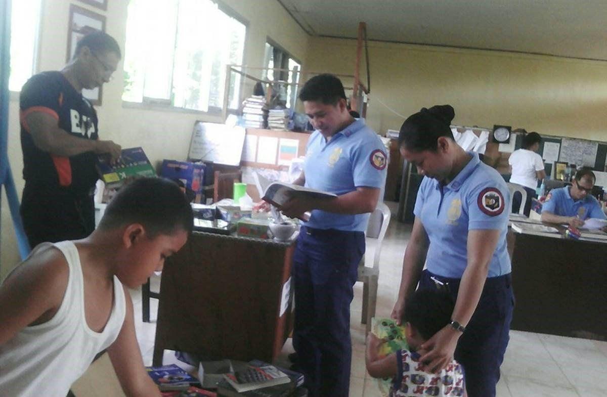 Police Civil Affairs team in anti-drugs campaign in Iloilo