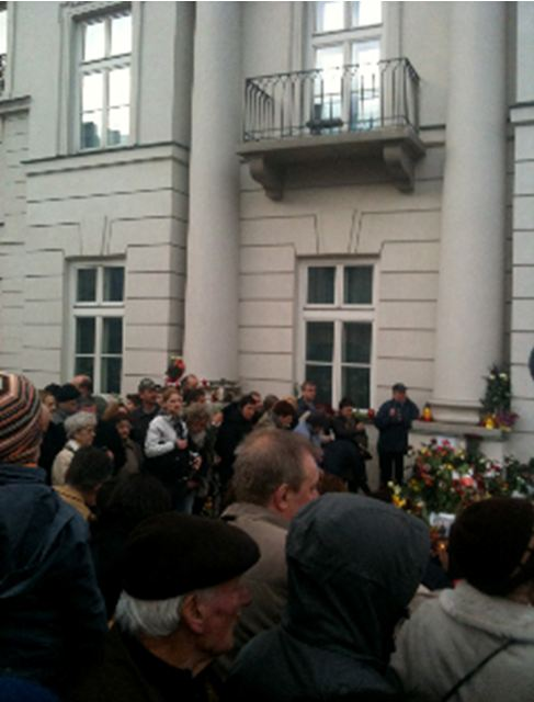 Mourners outside the Presidential Palace in Warsaw, © Lannette Turicchi