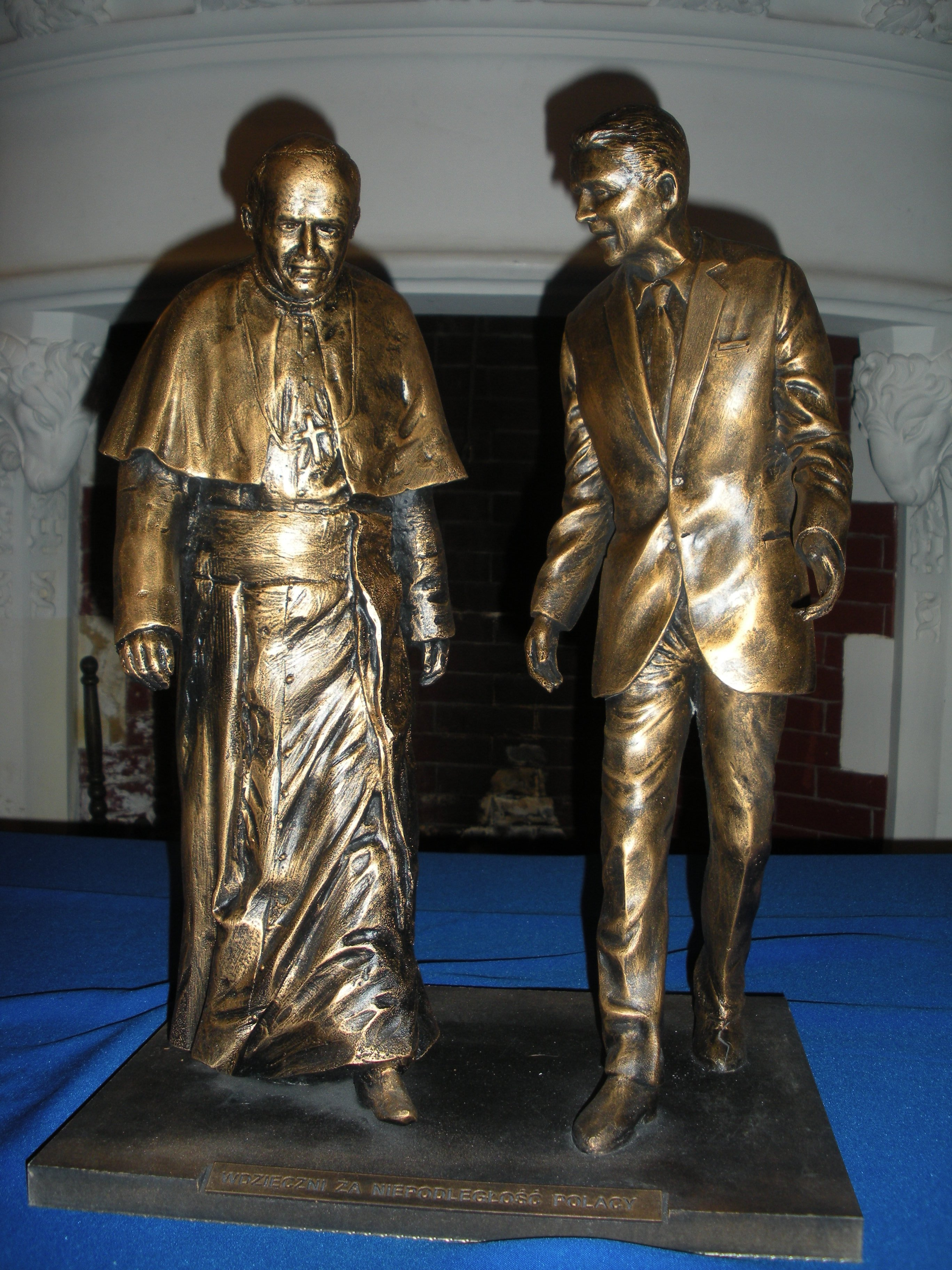 Statue - Pope and Reagan