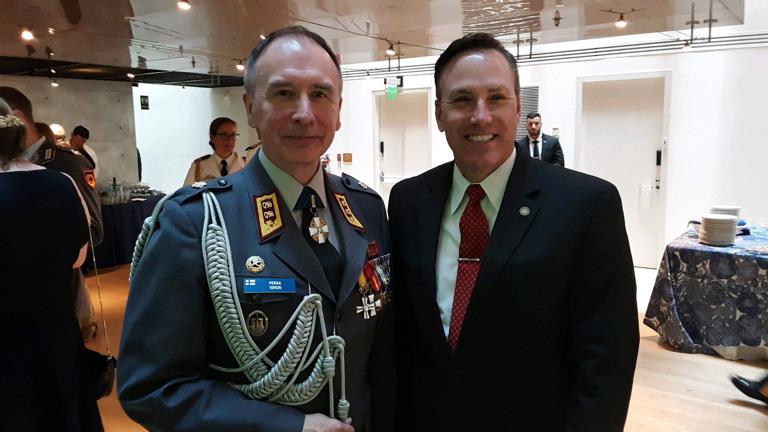 MG Pekka Toveri and IWP SVP Chris Glass